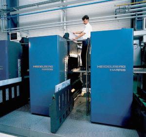 Запатентованная во всем мире система Autoplate значительно уменьшает время смены печатных форм и облегчает работу оператора. При замене печатных форм уже больше не требуется удалять бумажное полотно из печатных секций. Замена всех печатных форм в машине М-600, оснащенной системой Autoplate (так же как и в машинах с двумя бумажными полотнами), занимает менее 5 минут и производится при заправленном бумажном полотне. Эта операция может быть легко выполнена всего одним печатником.